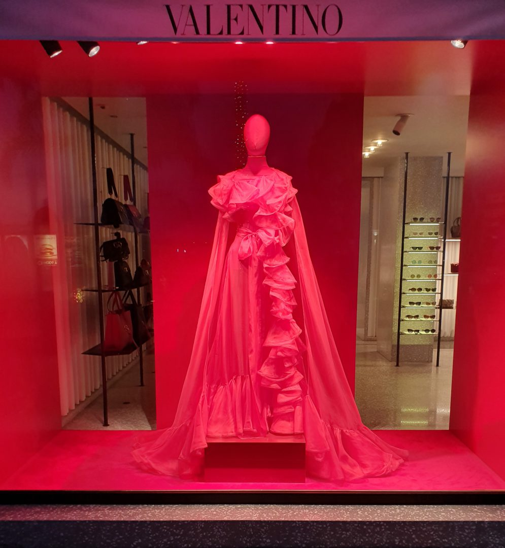 De vitrine van de winkel Valentino